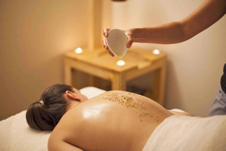 massagem udavartanam